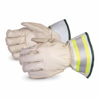"5-Finger Lineman Glove c/w 2"" Cuff Water Repellent Size Medium"